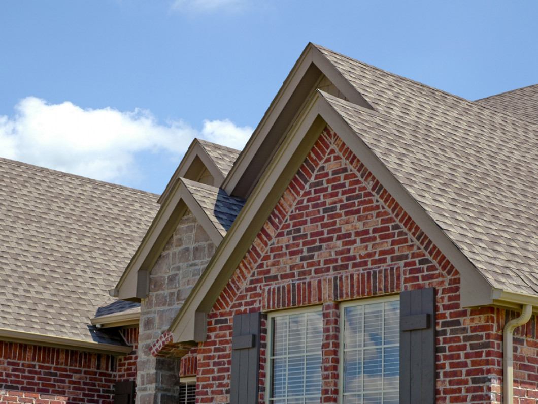 3 reasons to leave the gutter and roof cleaning to our professionals